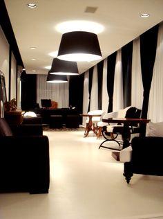lustres Design Observer, White Decor, E Design, Light Fixtures, Sweet Home, Black And White, Living Room, Table, Red