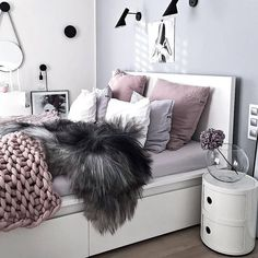 How pretty is @kajastef bedroom #goals