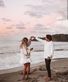 Sundown with my lover💕✨ Couples Beach Photography, Photography Poses, Disney Instagram, Instagram Girls, Photo Couple, Couple Shoot, Couple Beach, Landscape Illustration, Illustration Art