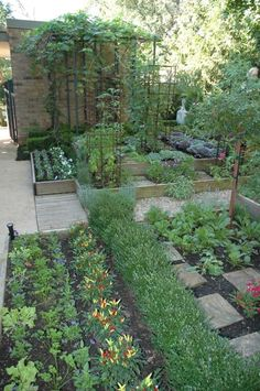 Potager Garden Having vegetable garden is great for green living, especially if you live in the city. There are many vegetable garden design ideas for various house designs, but you must choose the one that is…MoreMore Potager Garden, Veg Garden, Vegetable Garden Design, Garden Cottage, Edible Garden, Garden Beds, Vegetable Gardening, Garden Planters, Urban Garden Design