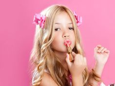 Helping Your Tween Daughter Choose the Right Clothes