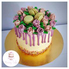 Layer cake bouquet de fleur   Page Facebook nouraz cake Facebook nouraz sayoun Instagram @nourazcake