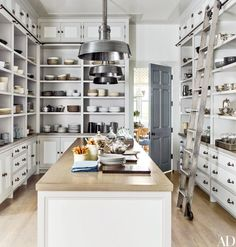 2017 is the perfect year to declutter, get organized and make your home feel spacious and streamlined. We like to start with the kitchen!