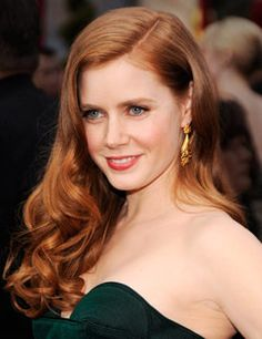 Amy Adams DIY hair color: Perry Monge, owner, Perry Monge Salon and Spa At home, recommends: Revlon ColorSilk Permanent Haircolor in 72 Strawberry Blonde Shades Of Red Hair, Red Hair Color, Cool Hair Color, Blonde Color, Red Color, Oscar Hairstyles, Celebrity Hairstyles, Hailey Baldwin, Dark Strawberry Blonde Hair