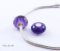 2 Perles Européennes, noyau unique Argent Sterling,Fait de verre à facette Violet - S'adapte à tous les bracelets Européens (C-183) Argent Sterling, Washer Necklace, Etsy, Bracelets, Unique, Jewelry, Murano Glass, Veneers Teeth, Beads