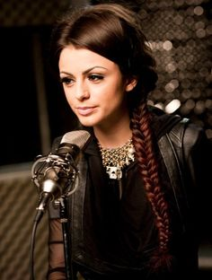 Cher Lloyd (born 28 July is a British singer and rapper from Malvern, Worcestershire. Cher Lloyd rose to fame in 2010 when she participated in reality TV series The Cher Lloyd, Hottest Male Celebrities, Celebs, Pretty People, Beautiful People, Perfect People, Idole, Celebrity Gallery, Famous Girls