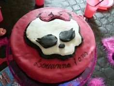 gâteau monster high, décor en pâte à sucre, anniversaire enfant.