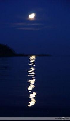 Moonheart at Lyngør. From kreativ-i-tet. Diys, Artsy, Moon, Dreams, Celestial, World, Photos, Blue, Photography