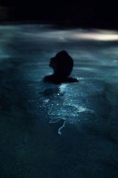 Nadando en el azul de tus emociones ...