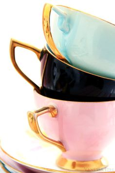 Pastel and gold coffee cups and saucers. Perfect for coffee everyday. Coffee Cups, Tea Cups, My Cup Of Tea, Fine China, Cup And Saucer, Tea Time, Fancy, Decoration, Tableware