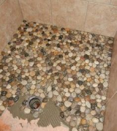 27 kreative DIY-Wohnkultur-Ideen mit Kiesel und Fluss-Felsen, die einen guten Ge… 27 Creative DIY Home Decor Ideas with Pebbles and River Rocks that find a good use for your stone collection Pebble Shower Floor, River Stone Shower, Kiesel, Bath Remodel, Shower Remodel, My Dream Home, Home Projects, Home Remodeling, Bathroom Renovations