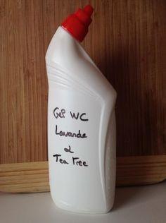DIY ménager suivant : le gel WC ! Ce produit est très simple à réaliser, non toxique et surtout délicatement parfumé. Le vinaigre blanc détartre, et le savon noir et les huiles essentielles de lava…
