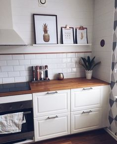 A Scandinavian design is characterized mainly by the use of - My Home is my Castle - Esszimmer Ikea Kitchen, Kitchen Interior, Kitchen Decor, Kitchen Wall Shelves, Country Kitchen, Scandinavian Design, Home Kitchens, Modern Kitchens, Kitchen Remodel