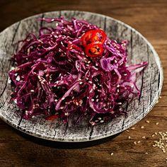 Punakaali tuo lautaselle väriä ja C-vitamiinia – katso herkulliset käyttövinkit   Yhteishyvä