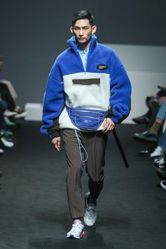 Munsoo Kwon Ready To Wear Fall Winter 2018 Seoul Urban Fashion, Men's Fashion, Fashion Design, Fashion Rings, Seoul Fashion Week, Look Man, Male Fashion Trends, La Mode Masculine, Business Casual Men