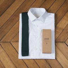 Ces cravates en tricot de soie, à bout carré, accompagneront les tenues  classiques ou 8b57759c408