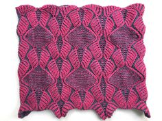The stitch pattern appears to be deceptively difficult but in reality it's quite simple. It is a lovely stitch for a cowl because both sides have a different appearance and are equally beautiful. Increases and decreases are worked in every LC round. This cowl combines two-color brioche with two-color garter stitch. Since both have attractive qualities, it makes sense that they would work well together.