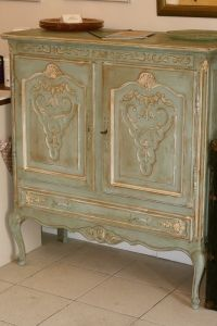 painting furniture with a french finish