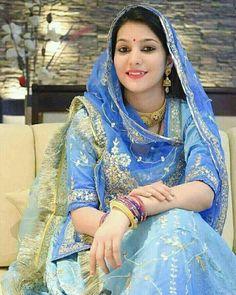 Rajasthani Dress, Indian Wedding Photography Poses, Saree Hairstyles, Eastern Dresses, Rajputi Dress, Indian Bridal Fashion, Royal Dresses, Indian Beauty Saree, Saree Dress
