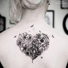 tatouage dos coeur libellule