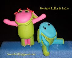 Fondant Lollos en Lettie cake toppers.  (Toppers for sale separately) For more info or orders email SweetArtBfn@gmail.com; Call 0712127786;  Bloemfontein cakes, cupcakes & fondant decor. Cupcakes, Cupcake Cakes, Fondant Figures, Cupcake Toppers, Decoration, Icing, Cake Decorating, Dinosaur Stuffed Animal, Decor