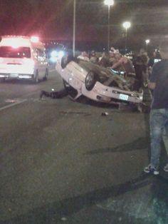 Aparatoso accidente deja un hombre muerto y una mujer grave