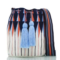 Exclusive SUSU Accessories collection Cross-body BUCKET Bags, handknitted by the most talented artisans of the Wayuu ethnicity in Colombia. Tapestry Bag, Tapestry Crochet, Crochet Stitches Patterns, Large Shoulder Bags, Casual Bags, Small Bags, Crochet Toys, Hand Knitting, Hand Weaving