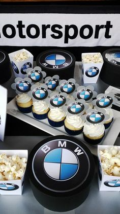 BMW Logo Party Favour Box 6th Birthday Cakes, Birthday Party Tables, 30th Birthday Parties, Dad Birthday, Birthday Ideas, Bmw Torte, Torte Cake, Bmw Cake, Biker Party
