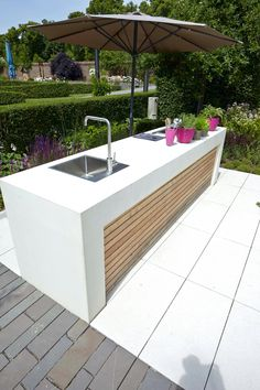 """Awesome """"outdoor kitchen designs layout"""" information is available on our internet site. Read more and you wont be sorry you did. kitchen design layout 45 Awesome Outdoor Kitchen Ideas and Design - Pandriva Outdoor Kitchen Countertops, Outdoor Kitchen Bars, Outdoor Kitchen Design, Outdoor Kitchens, Kitchen Counters, Kitchen Backsplash, Outdoor Spaces, Kitchen Island, Parrilla Exterior"""