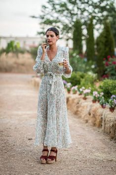 Vintage wedding attire women style ideas for 2019 Dresses For Teens, Trendy Dresses, Fashion Dresses, Maxi Dresses, Diy Dress, Wrap Dress, Floral Style, Wedding Attire, Trendy Fashion