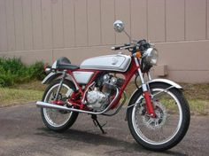 Honda Dream 50 CB50V - Right Side