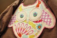 Owl Appliqué (pattern included) - could be used in the soft book Free Applique Patterns, Owl Applique, Applique Tutorial, Sewing Appliques, Embroidery Applique, Embroidery Patterns, Sewing Crafts, Sewing Projects, Sewing Ideas