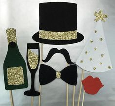Hosting a NYE Party is a big task,the checklist goes on and on unless you plan.Get your hands on the best New Years Eve party Ideas that'll make things easy New Years Wedding, New Years Eve Weddings, New Years Party, New Years Dinner, New Year Props, Deco Nouvel An, Silvester Diy, New Year Diy, New Year's Crafts