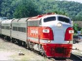 Branson Scenic Railway, Branson MO Attractions I want to ride on a train that takes me on a scenic route. Ive been on the one at Silver Dollar City but I want to ride an enclosed train! Vacation Places, Dream Vacations, Family Vacations, Vacation Ideas, Branson Scenic Railway, Branson Attractions, Branson Shows, Dinner Train, Silver Dollar City