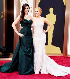 Idina and Kristen at the Oscars! I feel like they should trade dresses! Anna's is green and Elsa's is white/blue!