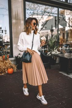 Karina Style Diaries wearing pleated blush midi skirt Tretorn sneakers dark green mini bucket bag white turtleneck slouchy sweaters Source by cyntka de moda juveniles Winter Fashion Outfits, Modest Fashion, Spring Outfits, Autumn Fashion, Sneakers Fashion Outfits, Fashion Spring, Ootd Spring, Sneaker Outfits, Spring Dresses