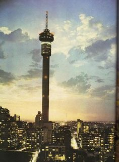 I was just wondering if anyone had some South African city photos from around The reason I ask is that I like the old pictures and new stuff is. Johannesburg Skyline, African Animals, Africa Travel, Control, Live, South Africa, Landscape Photography, Skyscraper, Cities