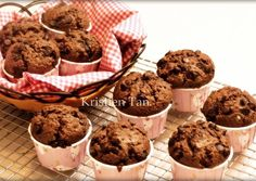 Muffin coklat super nyoklat,NO MIXER hasil tinggi menjulang alias High Dome! XD