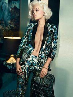 Rita Ora. In cavallii