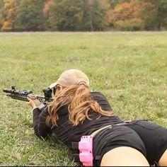Hot Guns and Buns Redneck Girl, Big Guns, Armada, N Girls, Badass Women, Guns And Ammo, Hot Blondes, Beautiful Actresses, Country Girls
