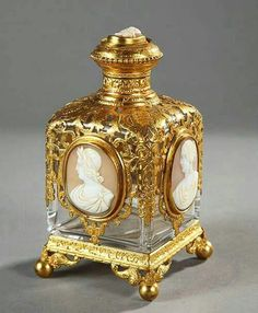 French perfume bottle, with four balled feet. Fine gilt brass mesh body decorated with carved cameos in oval medallions on each of the four sides. The cap is adorned with a cameo depicting a bust of a man of the nineteenth century. Antique Perfume Bottles, Vintage Perfume Bottles, Bottles And Jars, Glass Bottles, Mason Jars, Objets Antiques, Perfumes Vintage, Beautiful Perfume, Bottle Art