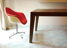 Antonio, extendable dining table. Design by Adele Rotella.