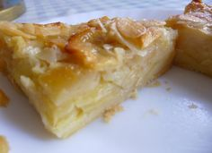 bonjour les momozamies! encoooore un dessert aux pommes!il faut dire que je dois écouler des pommes de toutes sortes un peu flapies,du coup personne ne les mange nature... recette trouvée ici sur ce sublime blog!!!! et adaptable de bien maintes façons!...