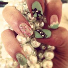 Vintage mint nail art