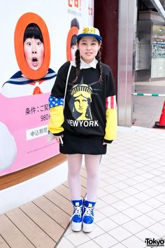 Friendly in wearing a Statue of Liberty sweatshirt with white stockings    blue Namaiki She s also carrying a