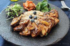 한풍루는 음식을 담고 진묵은 그릇을 만듭니다 | 혼자 먹는 밥상을 차릴 때가 있다.  진묵은 밥과 국, 그리고 생선 한 토막과 나물, 김치등을 찬으로 하는 한식 식사를 즐긴다.  삼시 세 끼를 그처럼 먹으면 탈 날일도 없고 아플 일도 없건만       그가 없는 밥상에는 꼭~~ 돼지고기나 닭고기  그리고 소스는 조금 맵게,  고기 겉면은 감칠맛 있게 식감을 살리고 안은 촉촉하게 조리하고  밥 대신 오트