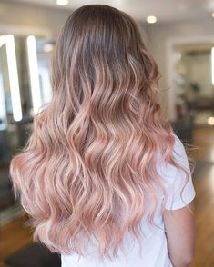 50 Bold and Subtle Ways to Wear Pastel Pink Hair #pastelpinkhair #pinkhair #pastelpinkhaircolor #pinkhaircolor Rose Blonde Hair, Rose Pink Hair, Pink Short Hair, Girl With Pink Hair, Pink Ombre Hair, Blonde With Pink, Balayage Hair Blonde, Blonde Highlights, Pink Haired Girl