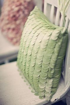 Garden Party Ideas www. Green Pillows, Diy Pillows, Decorative Pillows, Fluffy Pillows, Go Green, Pink And Green, Best Leather Sofa, Backrest Pillow, Sugar And Spice
