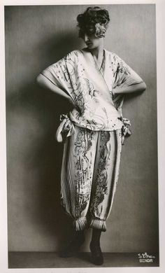 ¤ Wiener Werkstatte photographie de Dora Kallmus, dite Madame d'Ora - 1921