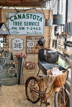 Deciding to head down to the Country Living Fair in Rhinebeck, New York was a relatively last minute decision. Flea Market Style, Flea Market Finds, Flea Markets, Market Displays, Craft Show Displays, Display Ideas, Country Living Fair, Country Chic, Antique Fairs